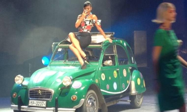 Madwalk 2014: Η εμφάνιση της Απέργη πάνω σε πρασινο ρετρό σιτροέν