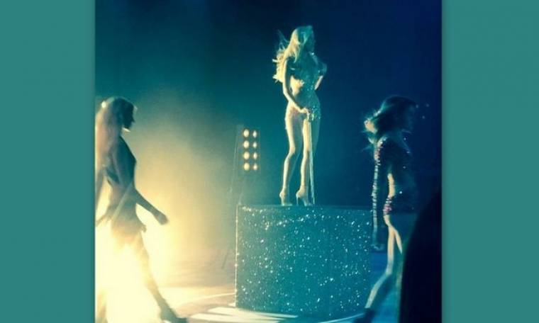 Madwalk 2014: Σέξι η Δούκισσα Νομικού και χωρίς… cupcakes!