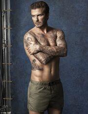 David Beckham: Ποζάρει ημίγυμνος με τη νέα κολεξιόν μαγιό που λανσάρει!