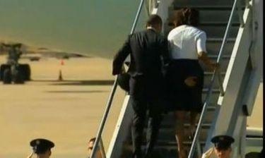 Ο Ομπάμα χουφτώνει τα οπίσθια της Μισέλ