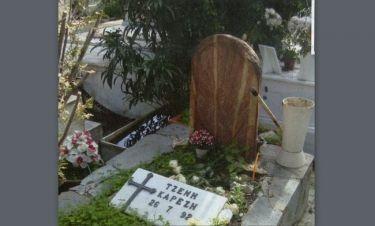 «Ρημάζει» ο τάφος της Τζένης Καρέζη!