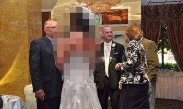 Αυτή η νύφη δεν περνάει απαρατήρητη... Δείτε το λόγο (pics)