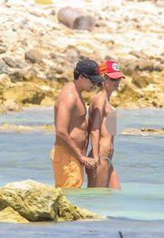 Τόπλες σε παραλία του Μεξικό η Heidi Klum!