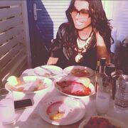 Νίνα Λοτσάρη: Περνάει τις ημέρες του Πάσχα στην Πάρο με φίλους της!