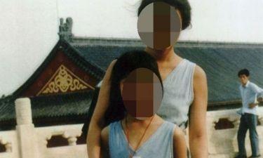 Νέες αποκαλύψεις για την εφιαλτική παιδική της ηλικία: «Η μητέρα μου με ανάγκαζε να την προσκυνώ»