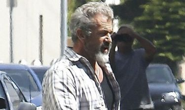 Με άσπρα μαλλιά και γενειάδα ο Mel Gibson