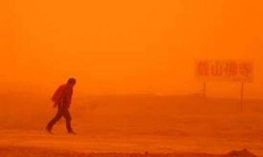 Κίνα: H ισχυρότερη αμμοθύελλα της δεκαετίας! (video+photos)