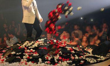 Ποιος τραγουδιστής δέχτηκε τον απίστευτο αυτό λουλουδοπόλεμο;