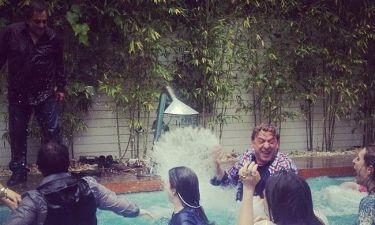 Οι συντελεστές του «Μοντέρνα οικογένεια» έπεσαν με τα ρούχα στην πισίνα! (φωτό)