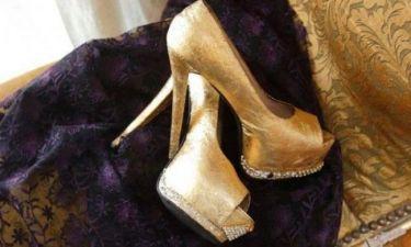 Ελληνίδα ηθοποιός έφτιαξε χρυσές γόβες αξίας 5.000 ευρώ