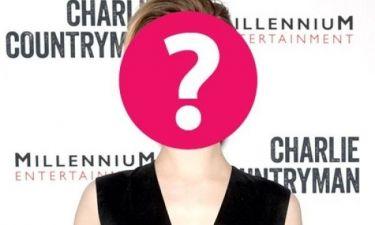 Ποια star αποκάλυψε ότι «είναι κολλημένη» με την Jovovich; (και ο άντρας της το γνωρίζει)