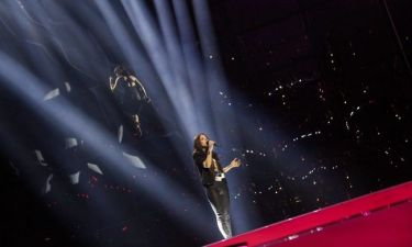 Eurovision 2014: Το Αζερμπαϊτζάν εντυπωσιάζει με την χορεύτρια που αιωρείται