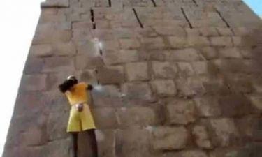Το απίστευτο σκαρφάλωμα του «ανθρώπου μαϊμού» (video)