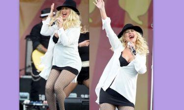 Christina Aguilera: Xορεύει και τραγουδά με την κοιλιά τούρλα