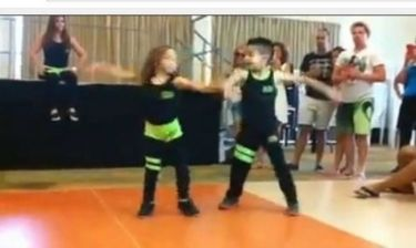 Μοναδικό! Αυτά τα πιτσιρίκια χορεύουν σάλσα και μας αφήνουν άφωνους! (βίντεο)