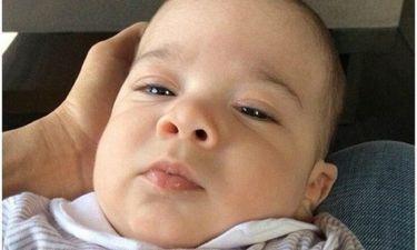 Διάσημος μπαμπάς ανέβασε φωτογραφία του μωρού και πιστεύει ότι είναι ίδιοι