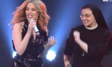 The Voice: Η Κάιλι Μινόγκ τραγούδησε με τη καλόγρια!