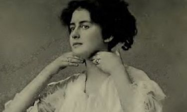 Tα πιο παράξενα (αλλά αποτελεσματικά;) tips ομορφιάς από ένα βιβλίο του 1910!