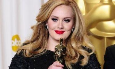 H Adele χωρίς ψεύτικες βλεφαρίδες και eyeliner: Πώς είναι τελείως αμακιγιάριστη;