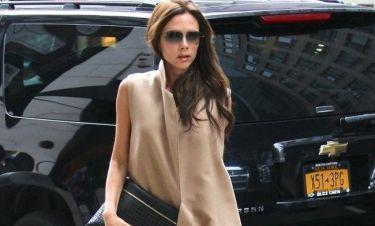 Δείτε την Victoria Beckham αμακιγιάριστη με το μπουρνούζι και τις παντόφλες της