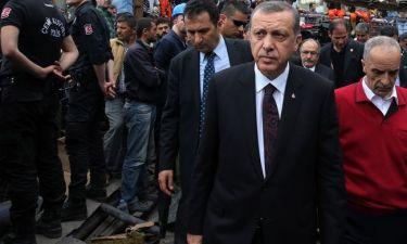 Απίστευτα σκηνικά με τον Ερντογάν να… χτυπά εξοργισμένο πολίτη!