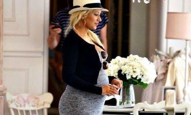 Η φουσκωμένη κοιλίτσα της Aguilera