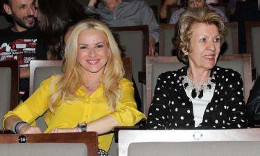 Μαρία Μπεκατώρου: Στο θέατρο με την μητέρα της