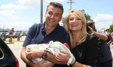 Σκορδά – Λιάγκας: Έφυγαν από το μαιευτήριο αγκαλιά με το μωράκι τους! (φωτογραφίες)