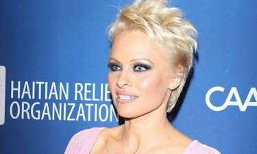 Συγκλονίζει η είδηση του ομαδικού βιασμού της Pamela Anderson από επτά άτομα!