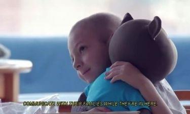 ELO: Το αρκουδάκι που φτιάχτηκε για τα παιδιά και φέρνει δάκρυα στα μάτια