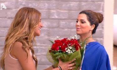 «Happy day»: Οι ευχές των παρουσιαστών στην Ελένη Τσολάκη και η ανθοδέσμη της Τσιμτσιλή!