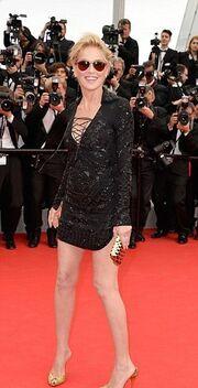 Τρέλανε κόσμο με το… mini φόρεμά της η Sharon Stone στις Κάννες