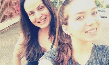 Ευρωεκλογές 2014: Μαμά και κόρη μισή ώρα πριν το κλείσιμο… στις κάλπες