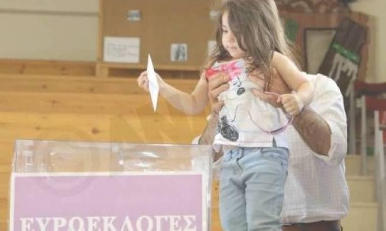 Εκλογές 2014: Αυτοί είναι οι... αφανείς ήρωες των εκλογών (pics)