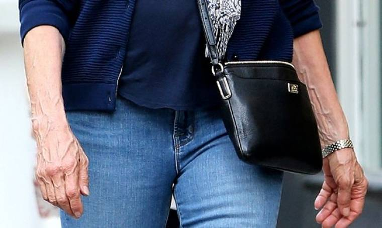 Σοκάρουν τα χέρια της Jessica Lange