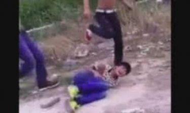 Το βίντεο άγριας επίθεσης σε 13χρονο που έχει σοκάρει όλο το διαδίκτυο