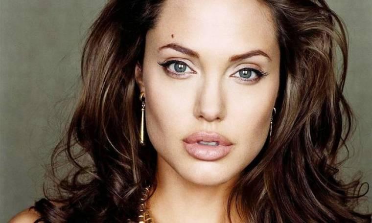 Angelina Jolie: Θ' αφαιρέσει και τις ωοθήκες της