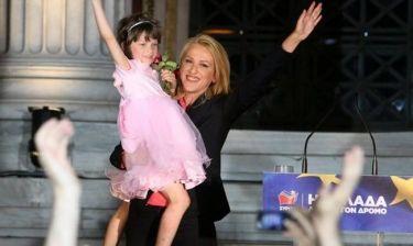 Εκλογές 2014: Ποιο είναι το κοριτσάκι που πανηγύρισε αγκαλιά με την Δούρου;