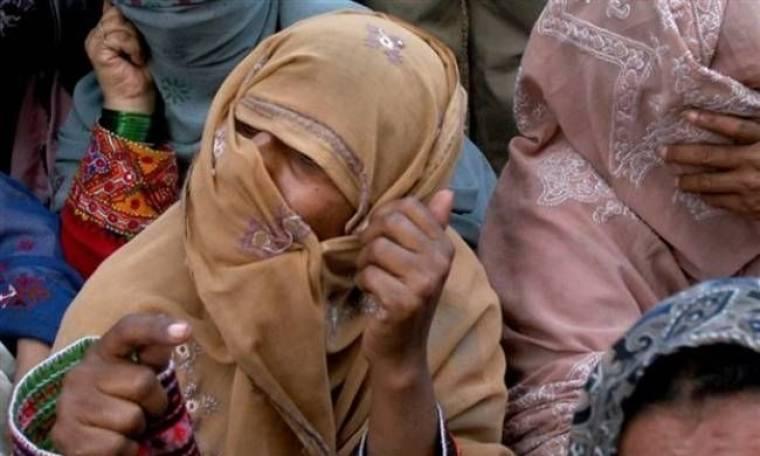 ΣΟΚ: Τη λιθοβόλησε η οικογένειά της γιατί παντρεύτηκε τον αγαπημένο της