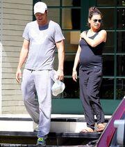 Mila Kunis: Επίσκεψη στους γονείς της με τον Ashton Jutcher