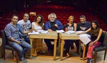 Θέατρο «Αθηνά»: «Δεν πετάω, δεν πετάω» με την υπογραφή του Βασίλη Θωμόπουλου!