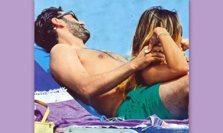 Δεν χωρίζουν ούτε στην παραλία και μοιράζονται την ίδια ξαπλώστρα!