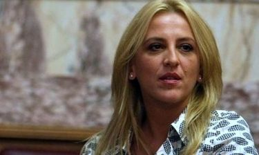 Ρένα Δούρου: «Οι δικοί μου άνθρωποι με κοροϊδεύουν για τη σχέση μου με τα χρήματα»
