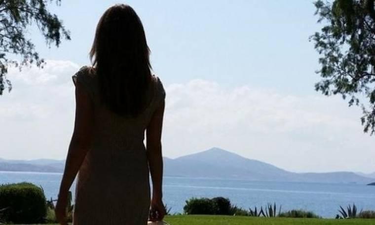 Η φωτογράφιση της Στεφανίδου δίπλα στη θάλασσα