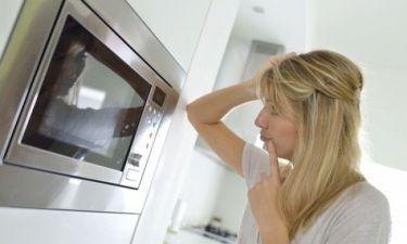 Ποιες τροφές απαγορεύεται να βάζετε στο φούρνο μικροκυμάτων