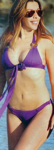 Έρρικα Πρεζεράκου: «Αναστάτωσε» την παραλία με το σέξι μπικίνι της!