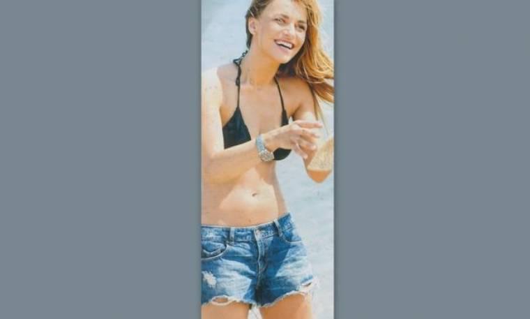 Ελένη Τσολάκη: Μίνι απόδραση με σέξι σορτσάκι στην παραλία!