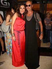 Εκκεντρικός όπως πάντα: Ο Λάκης Γαβαλάς εμφανίστηκε με μάξι φόρεμα σε πάρτι! (φωτό)