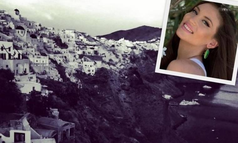 Αθηνά Οικονομάκου: Η ερωτική της απόδραση στη Σαντορίνη με τον σύντροφό της σε φωτογραφίες!