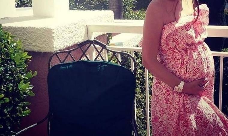 Δε θα πιστεύετε ποια τραγουδίστρια περιμένει το πρώτο της παιδί